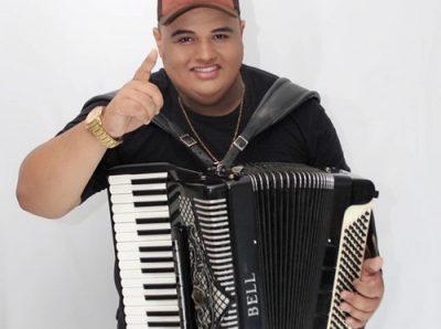 Deline comemora São João em live especial com Tarcísio do Acordeon 44