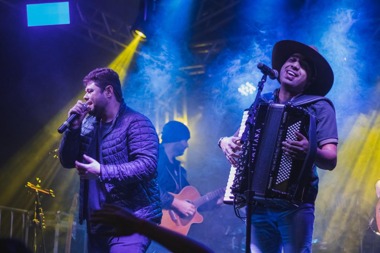 """Bruno & Lucas lançam o EP """"Beija ou Passa"""" e anunciam gravação de DVD ao vivo 41"""