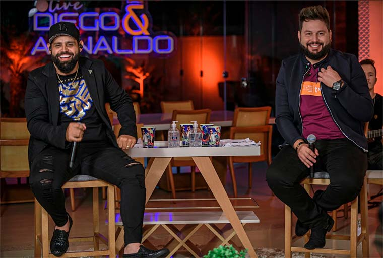 Diego e Arnaldo ultrapassam 2 milhões de views em novo clipe com Vitor Fernandes 42