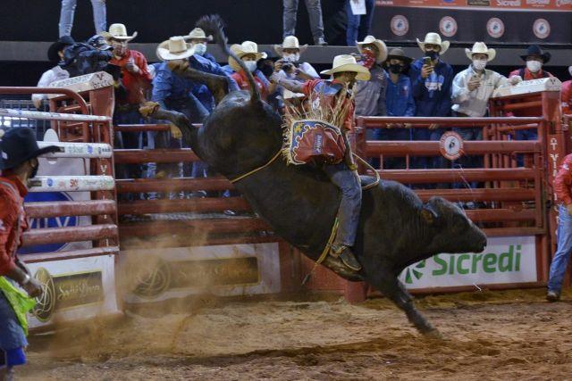 Alan de Souza, de Taubaté-SP, é o campeão do Rodeio de Barretos 2021 41