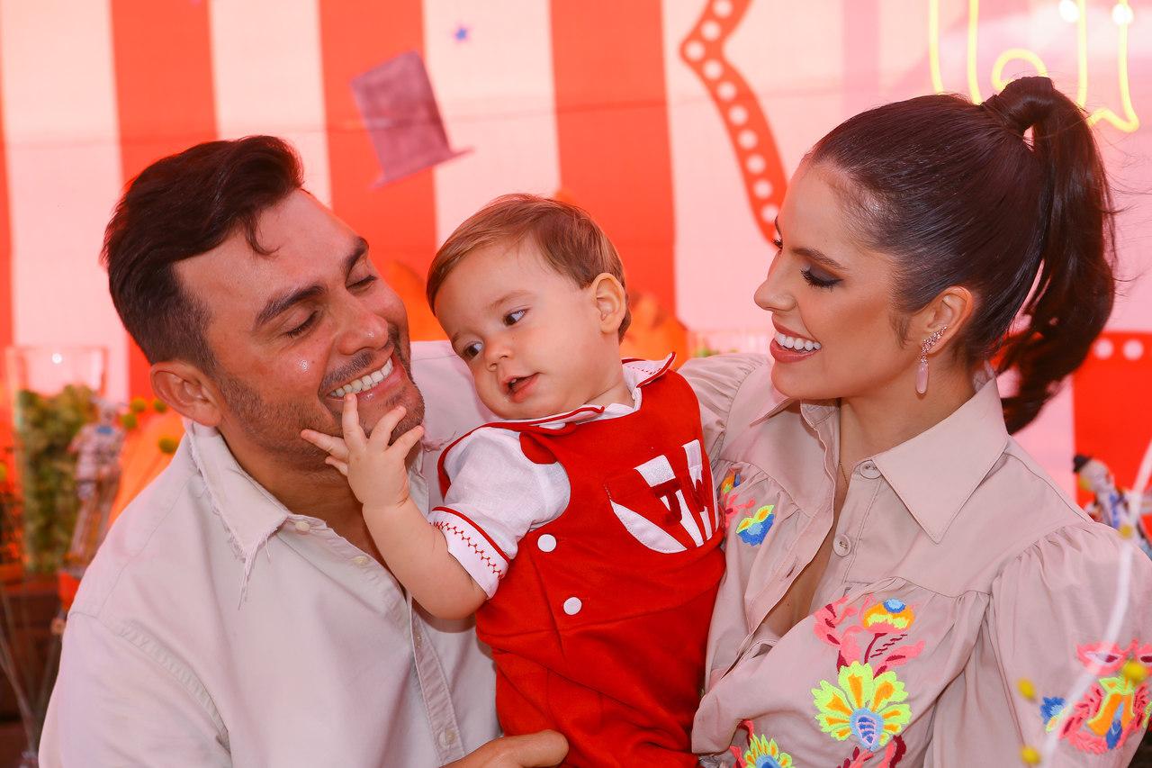 Mano Walter e Débora Silva comemoram batizado e aniversário do filho José 41