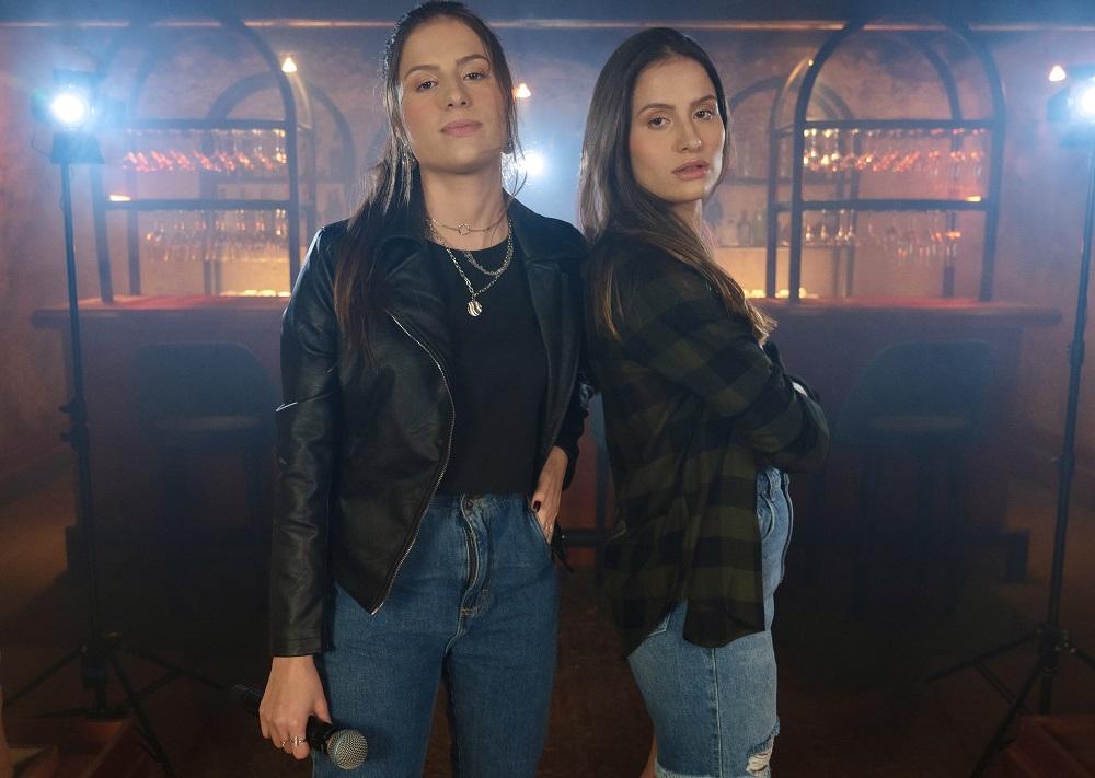 "Victor Chaves autoriza Júlia e Rafaela a regravar hit e rende elogios à dupla: ""se destacam"" 41"