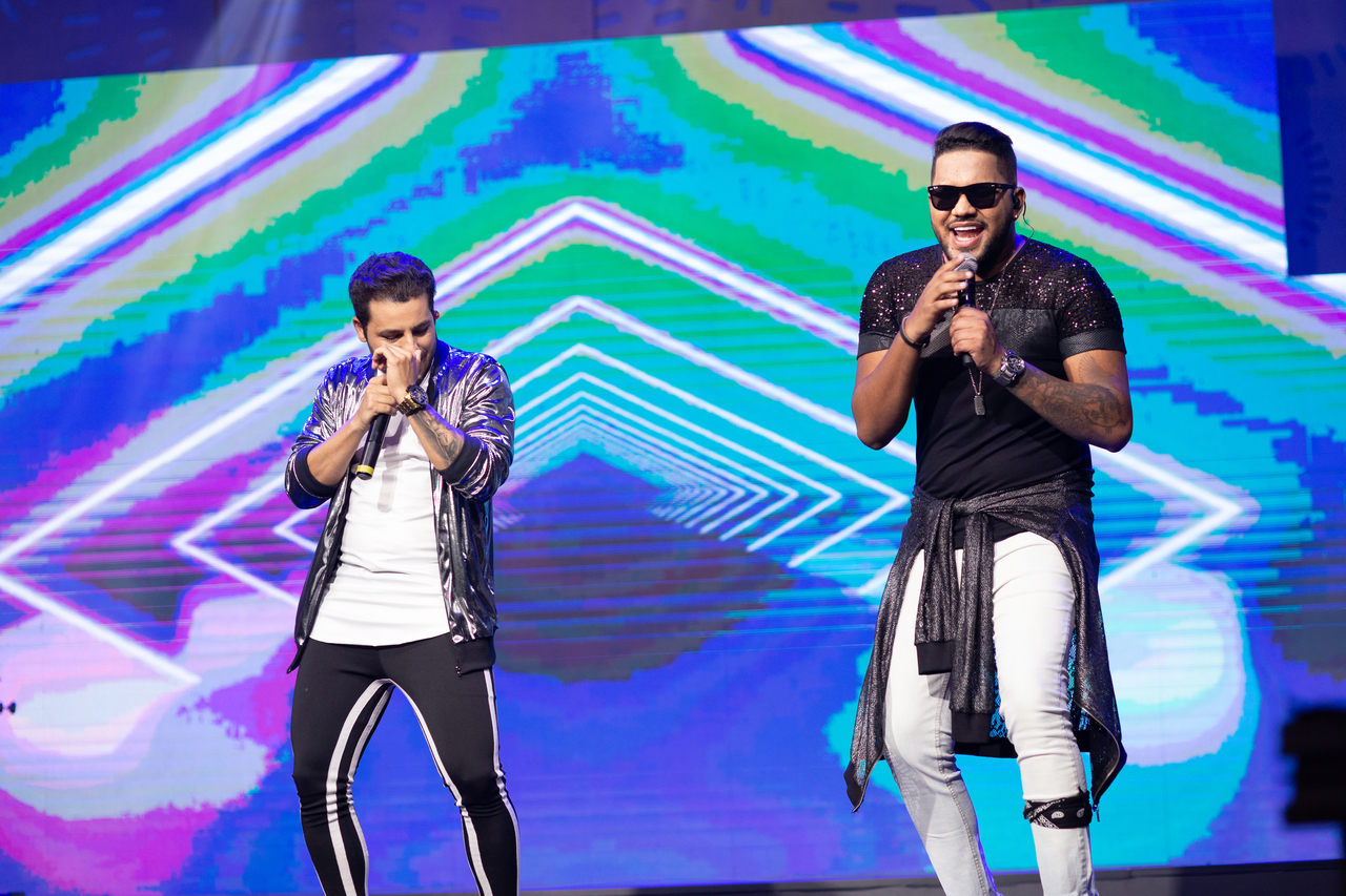 """A dupla sertaneja Lucas e Loretto lança o EP """"No Beat do Hit"""", com 4 faixas, pela Sony Music 41"""