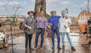 Neto & Felipe lançam música com participação  especial de Guilherme & Santiago 12