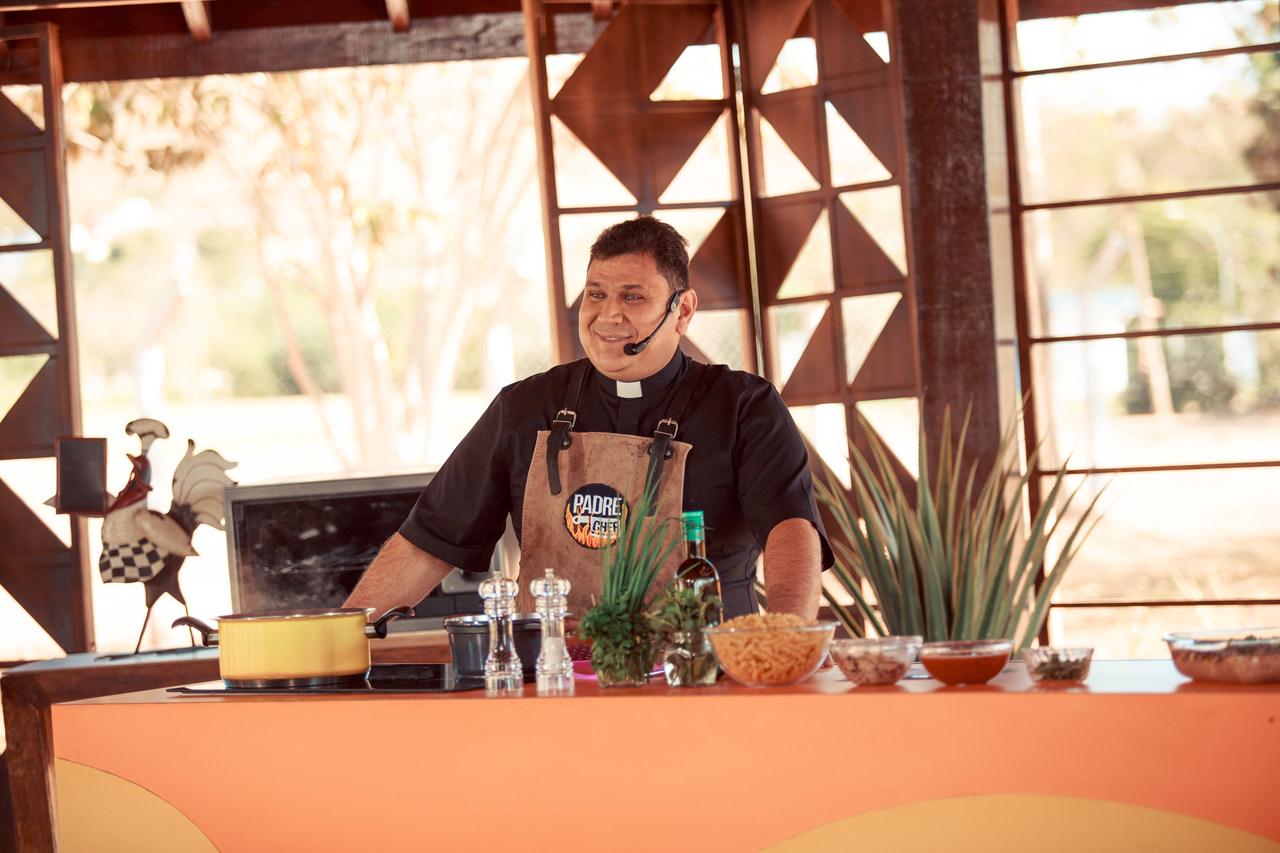 Padre Chef prepara um delicioso salmão e dá boas-vindas à Primavera 43