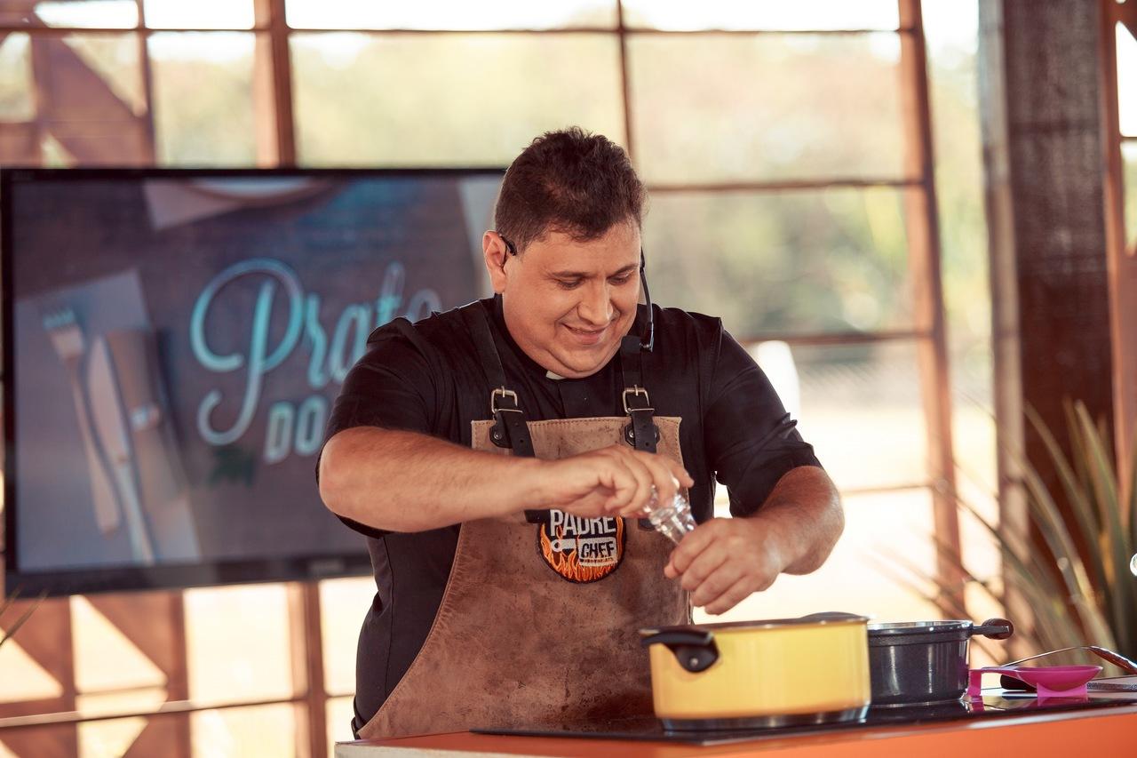 """Padre Chef prepara um delicioso macarrão com sardinha no """"Sabor de Vida"""" 41"""