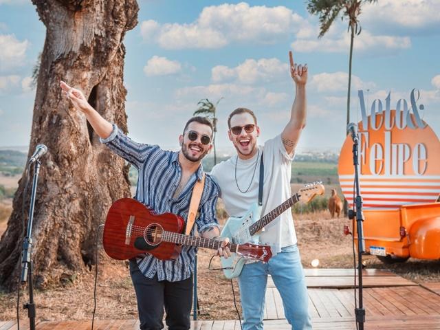 Neto & Felipe lançam música com participação  especial de Guilherme & Santiago 42