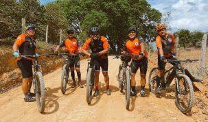 Vinícius, da dupla Douglas e Vinícius, paga promessa de bicicleta pelo 'Caminho da Fé' até Aparecida do Norte 47
