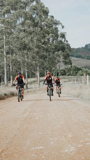 Vinícius, da dupla Douglas e Vinícius, paga promessa de bicicleta pelo 'Caminho da Fé' até Aparecida do Norte 44
